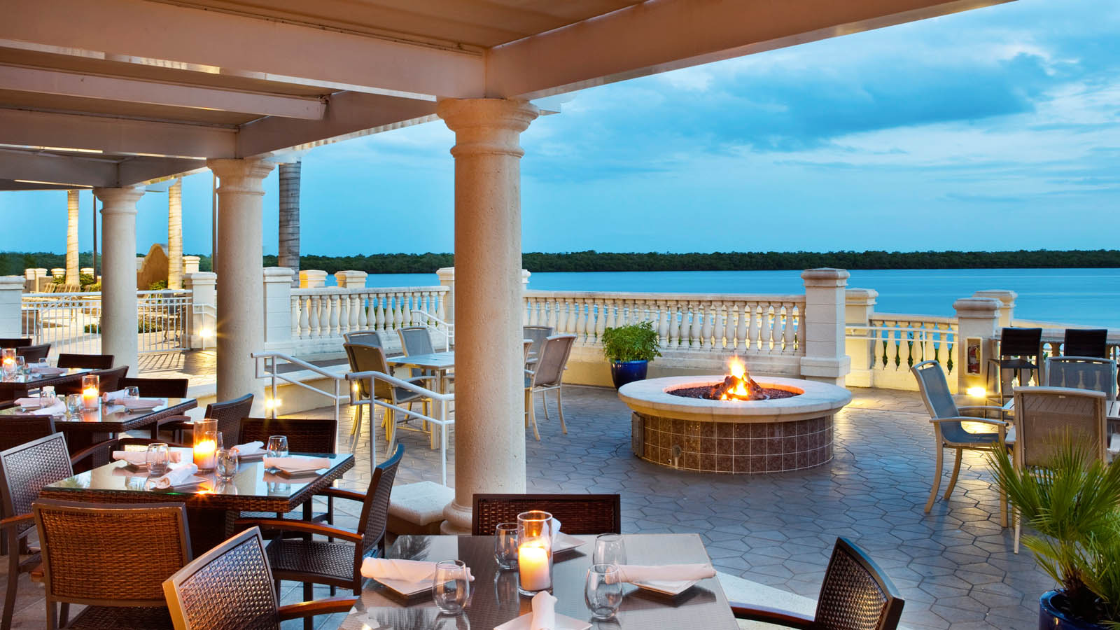Cape coral restaurants the westin cape coral resort for Best private dining rooms cape town