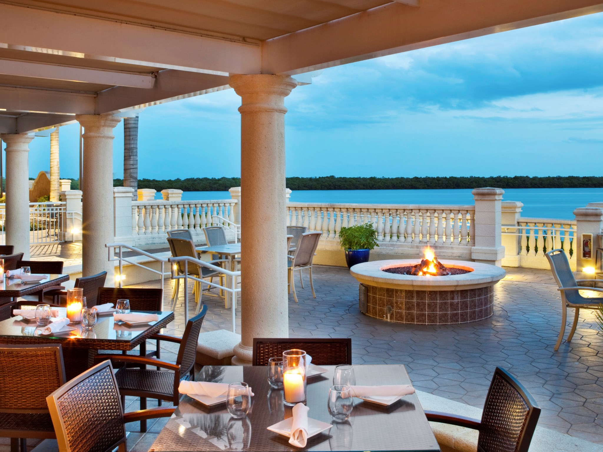 Marker 92 Waterfront Bar & Bistro | The Westin Cape Coral Resort